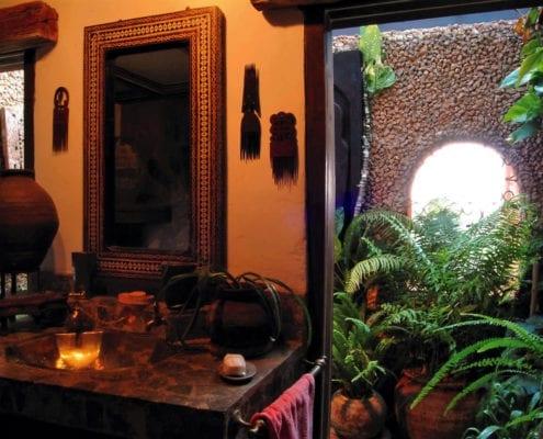 Lamu suite bathroom with interior garden.